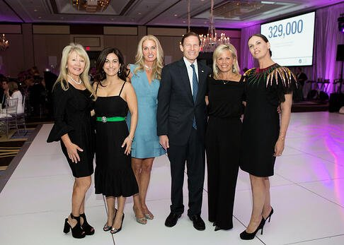 Robyn Carpenter, Amy Tambini, Tara Vessels, Sen. Richard Blumenthal, Gretchen Carlson and Heather Glass
